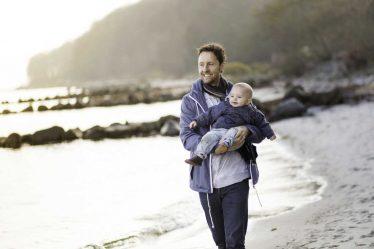 Muž si může o mateřskou (peněžitou pomoc v mateřství) požádat až od začátku 7 týdne po porodu.