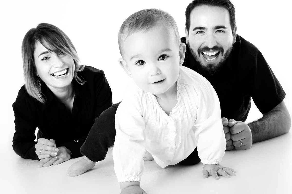 Na mateřské může být i tatínek (otec dítěte). Na peněžitou pomoc v mateřství má nárok maximálně 22 týdnů. Žádat o mateřskou může až od začátku 7 týdne po porodu (po šestinedělí).