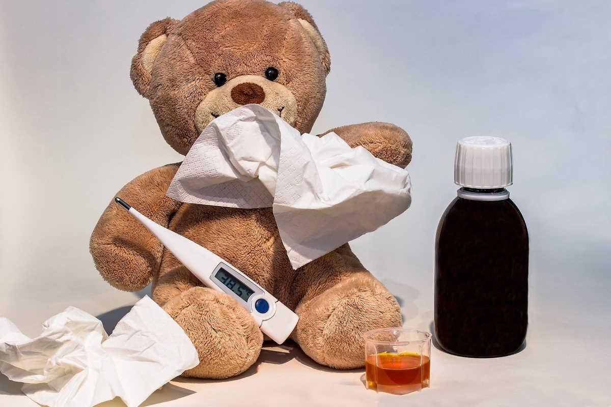 Za běžných podmínek je ošetřovné (OČR) ve výši 60% z redukovaného vyměřovacího základu. Během epidemie koronaviru je to dočasně 80%. Od 12. 3. 2020 do 30. 6. 2020, platí pro ošetřovné odlišné podmínky.