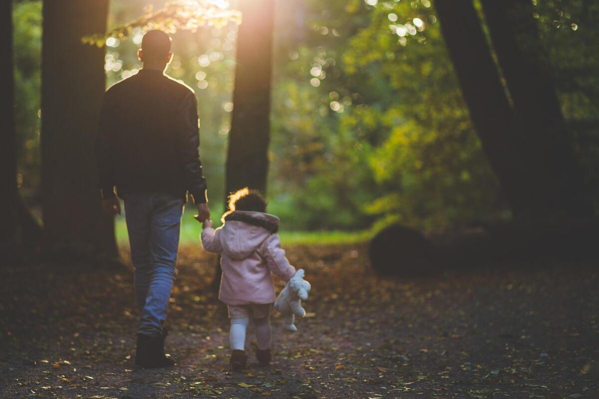 Mateřská dovolená pro muže, je kratší než pro ženu. Žena může být na mateřské dovolené 28 nebo 37 týdnů. Pro muže je délka mateřské dovolené jenom 22 týdnů.