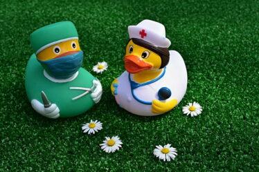 Maximální délka vycházek, které vám lékař může dovolit, je 6 hodin. A tyto vycházky se mohou odehrávat pouze vdobě od 7:00 do 19:00.