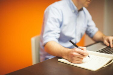 Příjem OSVČ se dokládá na základě posledního daňového přiznání, kdy se jako příjem započítá 1/12 z celkového ročního příjmu.