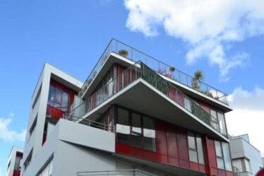 Přídavky na bydlení je možné získat jen v bytě, který máte v osobním vlastnictví, nebo na družstevní byt, nebo na byt kde máte platnou nájemní smlouvu.