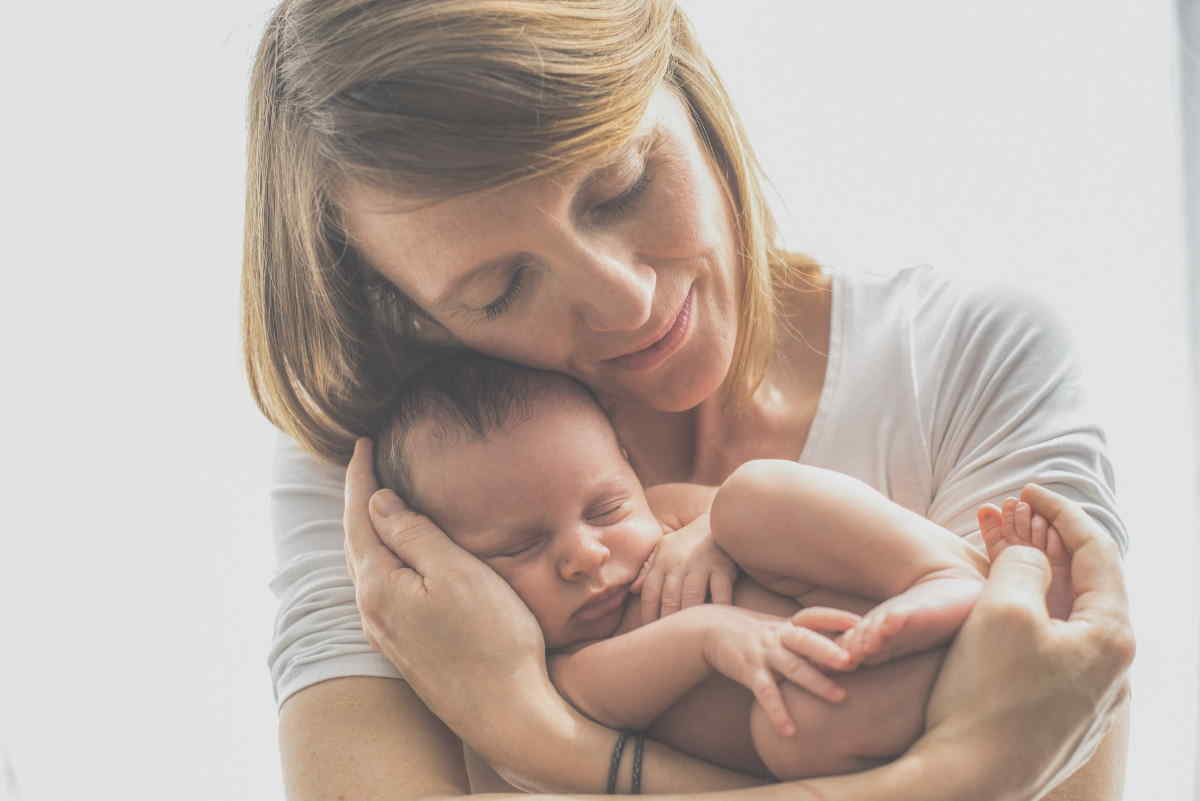 Podmínky pro nárok na porodné, se v roce 2021 nemění. I od 1. 1. 2021 tedy platí, že na porodné je nárok jen u prvního a druhého dítěte. Na třetí a další dítě, už nárok na porodné není. Limitem pro tuto sociální dávku, je čistý měsíční příjem do maximálně 2,7 násobku životního minima (průměrný příjem za poslední 3 měsíce před porodem).