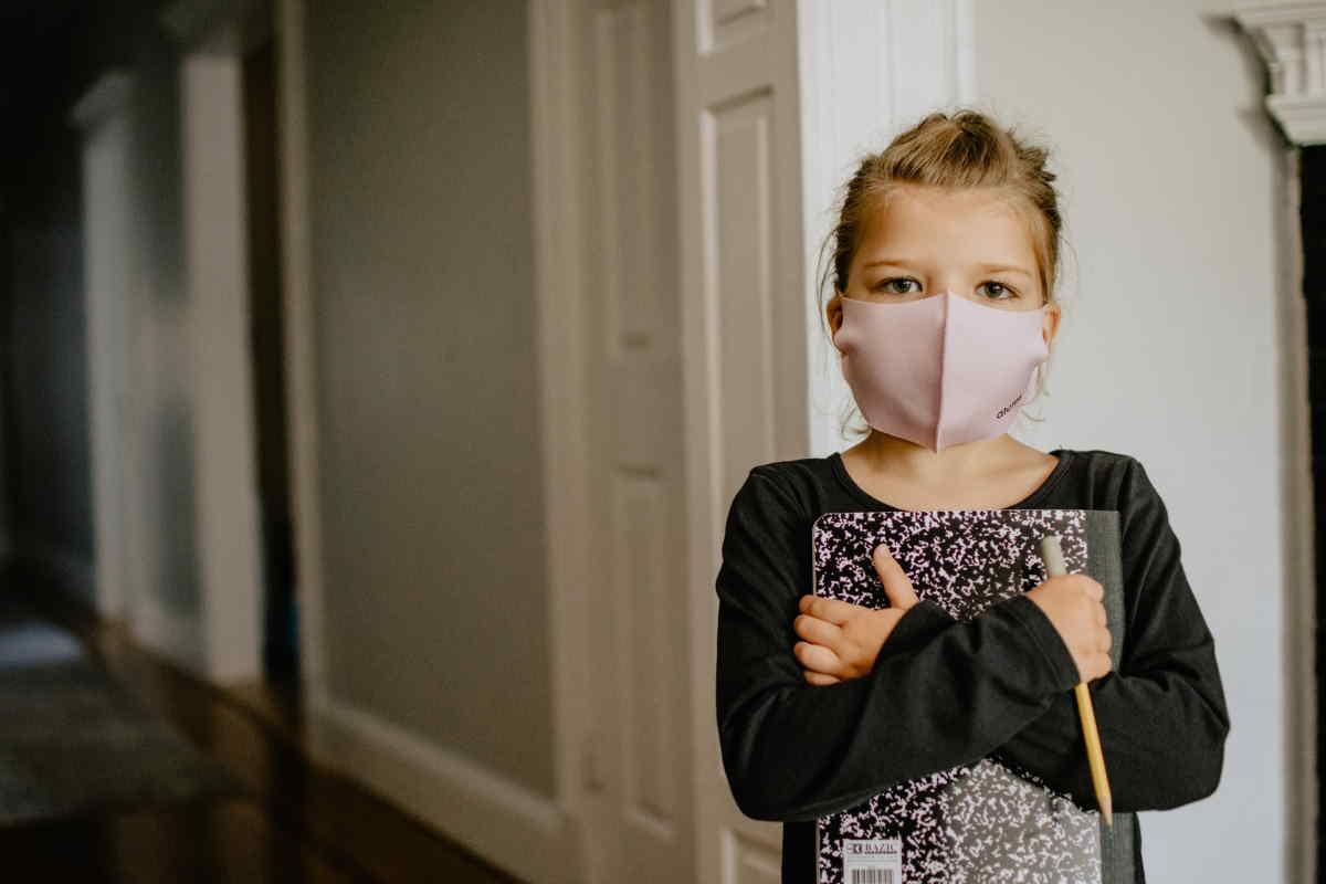 I během podzimní epidemie COVID, mohou mít OSVČ nárok na ošetřovné (například při péči o dítě do 10 roků). Za říjen 2020 je nárok až na 6400 Kč (400 Kč na den). Za listopad 2020 by mohl být nárok na 12000 Kč (pokud budou školy zavřené celý listopad).