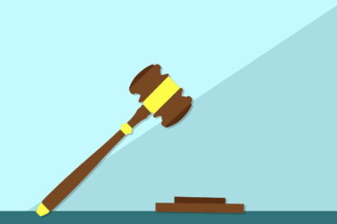 Po rozvodu, může jednomu zrodičů vznikat povinnost platit výživné nejenom na dítě (na děti), ale případně i na manželku nebo manžela.